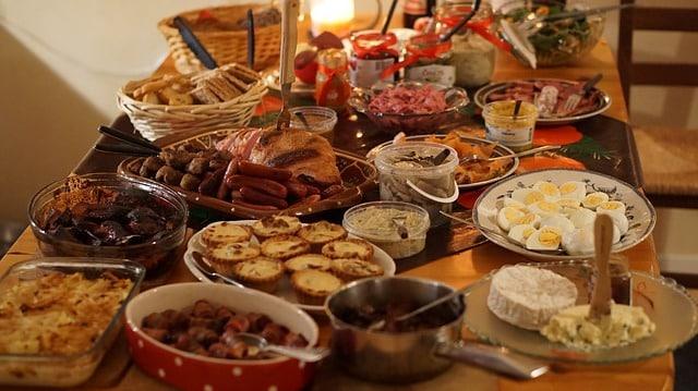 Repas de fête : Surveillez bien la cuisine, la table et... les poubelles !